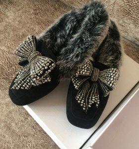 Зимние туфли с натуральным мехом чернобурки.