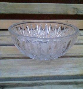 Стеклянная салатница