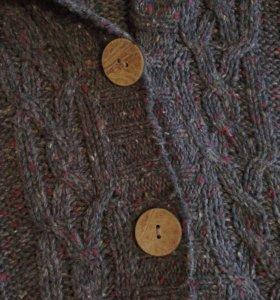 Женский свитер на пуговицах