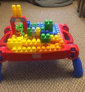 Стол Mega Blocks с деталями