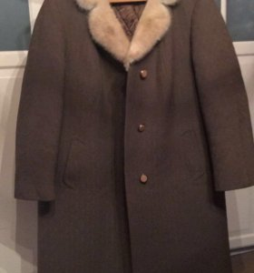 Зимнее пальто с натуральным мехом Норки