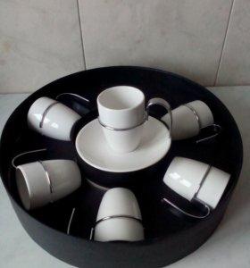Кофейные чашки с блюдцами