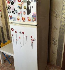 "Холодильник ""Philips Whirlpool"""