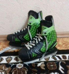 Продам хоккейные коньки.