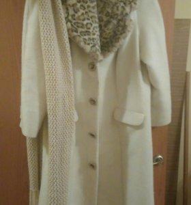 Пальто, перчатки и шарф