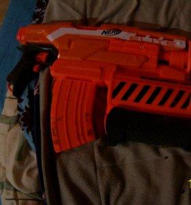 Nerf elite и пистолет с барабаном