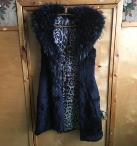 Пальто, дубленка , безрукавка.