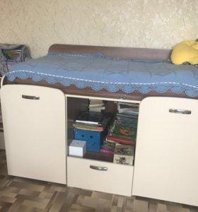 Кроватка детская (столик, гардероб)