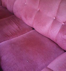 Диван красный и два кресла