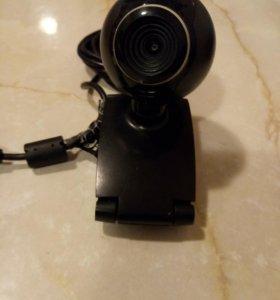 Вебкамера с микрофоном.