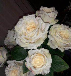 искусственные цветы. цена договорная.