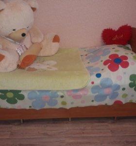 Детская кровать с двумя матрасами.