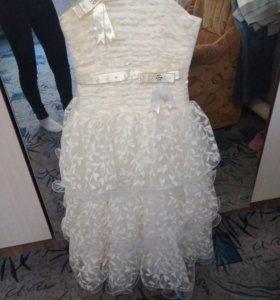Платье на девочку 7.8.9.лет регулируется на спинке