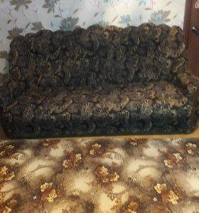 Мягкая мебель (диван,два кресла,на диване дефект)