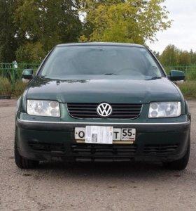 Авто Вольцваген-бора-седан