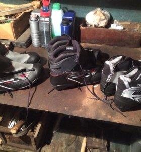 Лыжи(2 пары), палки, ботинки(3 пары), чехол