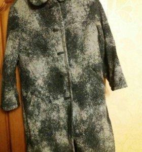 Пальто женское теплое.