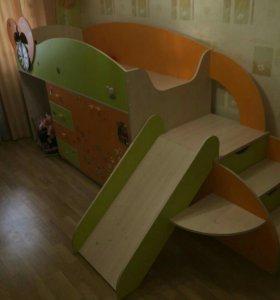 Кроватка детская +горка+шкаф под кроватью +стол