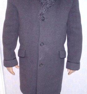 Продаю мужское  пальто.