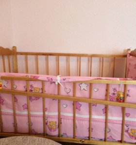 Детская кроватка .ходунки в подарок