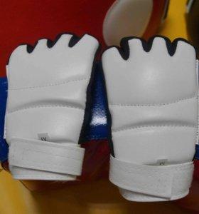 Перчатки для карате белые размер L