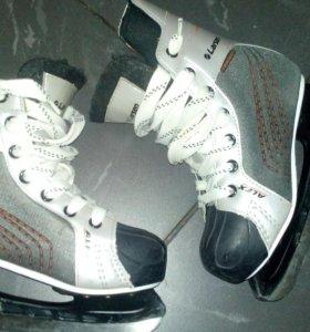 Коньки.Хоккейные.36 размер.