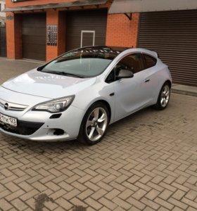 Opel astra GTC 2012 год