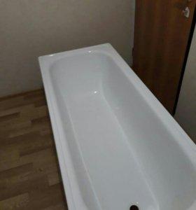 Новая белая ванна с экраном