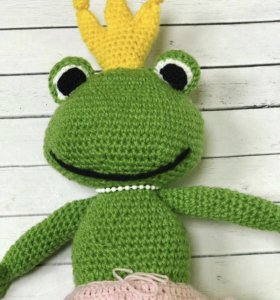 Продам вязанную царевну лягушку