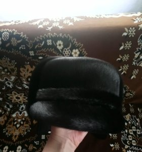 Шака - кепка из меха чёрной нерпы,