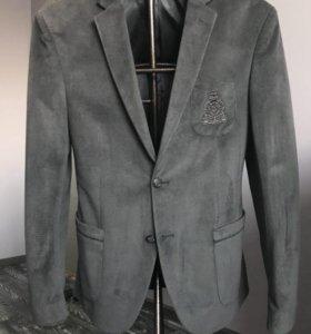 Приталенный вильветовый пиджак