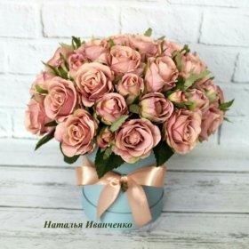 Розы искусственные в коробке