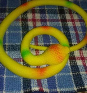 Змея резиновая