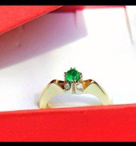 Кольцо с брильянтами и изумрудом