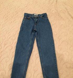 джинсы mom-fit pull bear новые