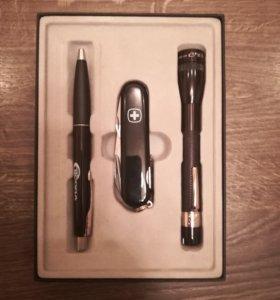 Подарочный набор из: ручка, фонарик, нож
