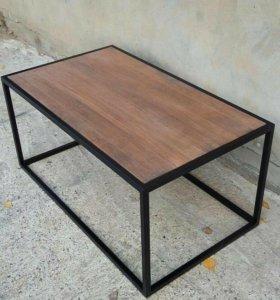 Журнальный столик на металлическом каркасе