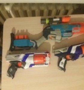 Нёрф автомат и 2 пистолета и 1прицел