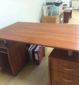 Офисный стол с тумбочками