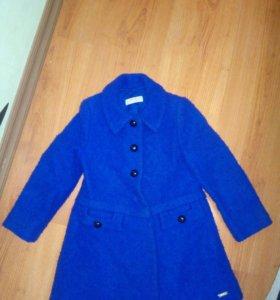 Пальто на девочку 3-4 года