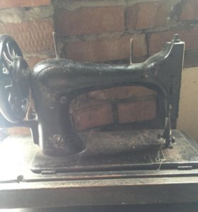 Машинка швейная старинная