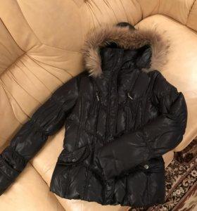 Чёрная зимняя куртка пуховик