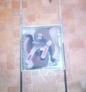 Лыжные ботинки и палки
