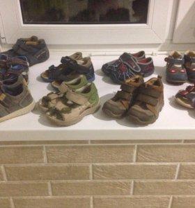 Различная обувь для мальчика