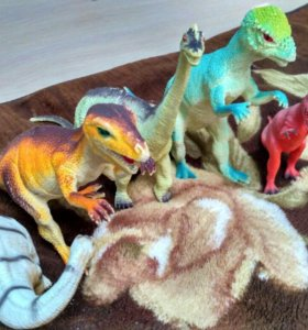Игрушки (большие динозавры)