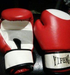 Перчатки и бинты боксёрские