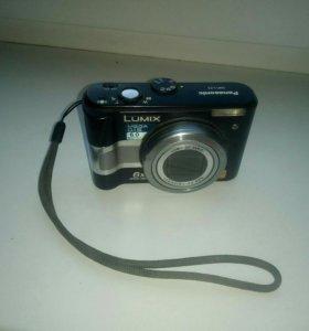 Фотоаппарат Panasonic в робочем состоянии