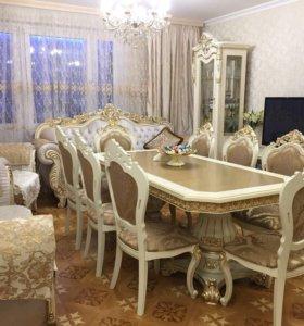 Стол, стулья, витрины, мягкая мебель