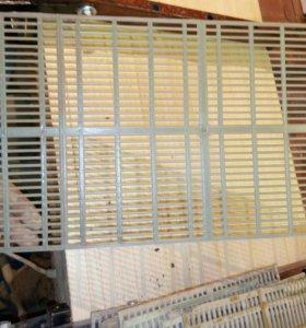 Пластиковая решетка для изоляции пчеломатки