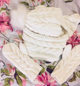 Комплект - шапка с помпоном, шарф и варежки